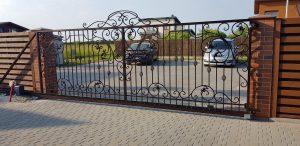 Slenkantys vartai